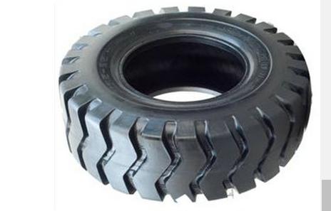 自上料搅拌车轮胎