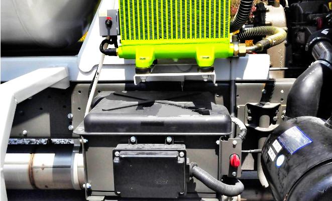 中科聚峰自上料搅拌车蓄电池